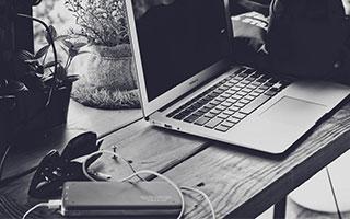 "Adobe:美国""黑五""网上销售额达74亿美元,同比增长19.6%"